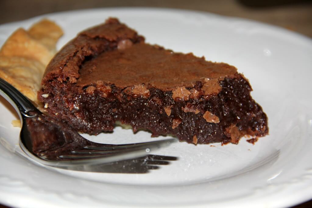 Old-fashioned Fudge Pie – Easy and Amazing!