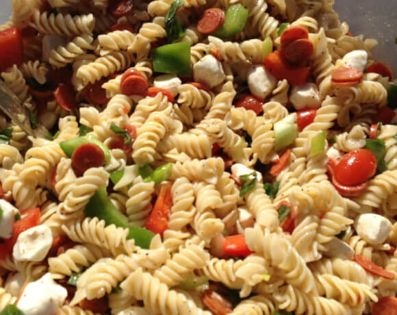Pizza Pasta Salad with pepperoni, peppers, tomatoes, and mozzarella balls is super easy--and perfect for tailgates!
