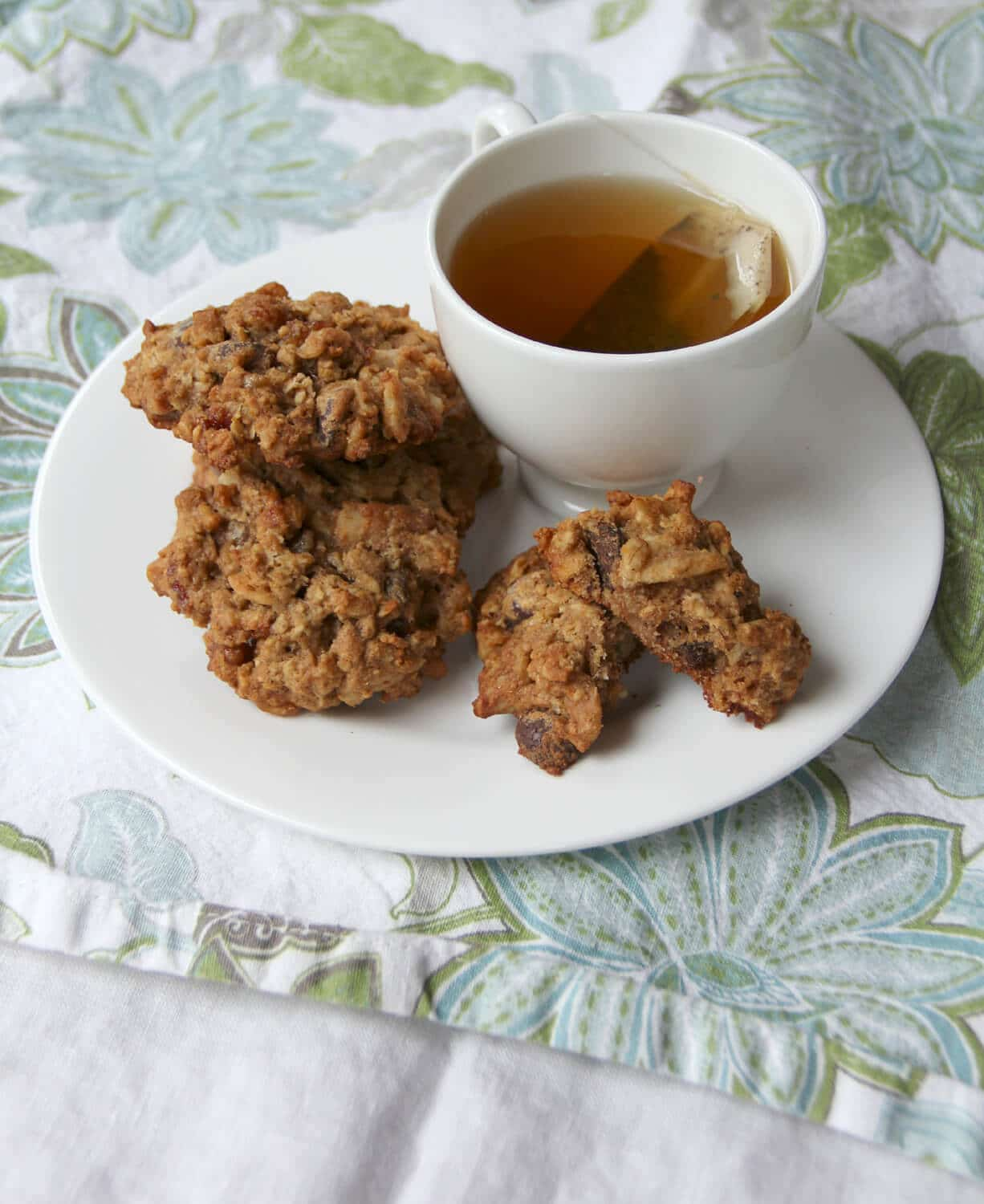 Hearty, healthy breakfast cookies made with whole wheat flour and filled with dates, walnuts, oats, and chocolate.