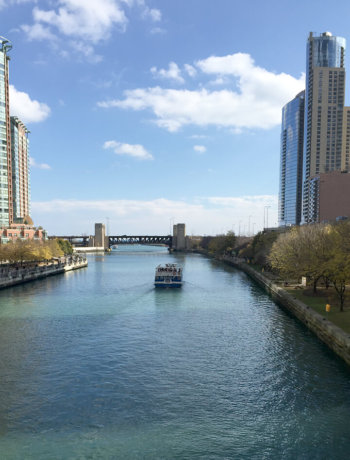 Chicago Travel Guide showing the river in downtown Chicago.